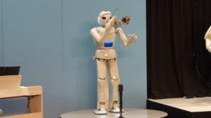 robot toyota musica