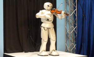 robot toyota musicista