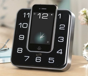 iLive Clock Radio Dock trasforma l'iPhone in sveglia