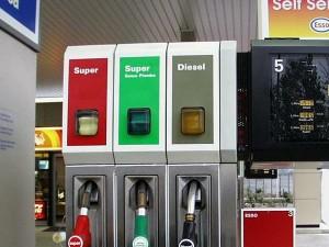 Carburanti: Prezzi al ribasso, anche la Benzina in calo