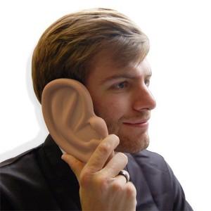 Un orecchio per proteggere l'iPhone