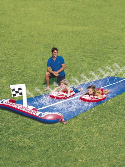 Scivolo ad acqua un fresco regalo per i bambini