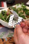 Forchetta pieghevole che sembra una carta di credito