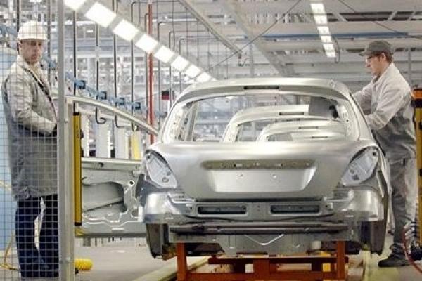 Peugeot licenzia 3.300 dipendenti