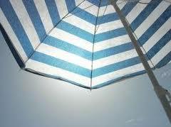 Brividi sotto l'ombrellone.