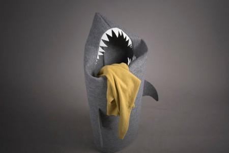 Portabiancheria a forma di squalo