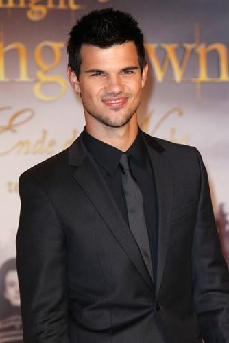 Taylor Lautner: suggerisce a Stephenie Meyer un Musical su Twilight!