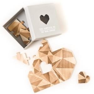 Puzzle di legno a forma di cuore