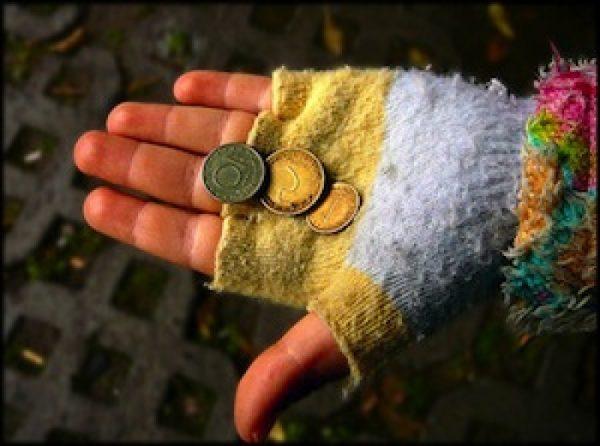 Rischio povertà 32,3% under 18 italiani