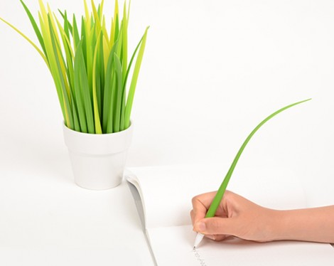 Penne in silicone che sembrano fili d'erba
