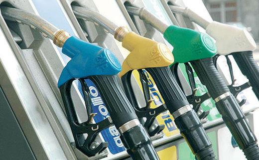 Prezzo carburanti in calo