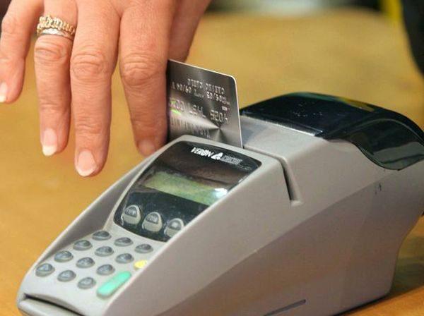 Il contante è preferito al bancomat in Italia