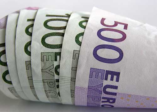 Boom depositi, italiani spendono meno