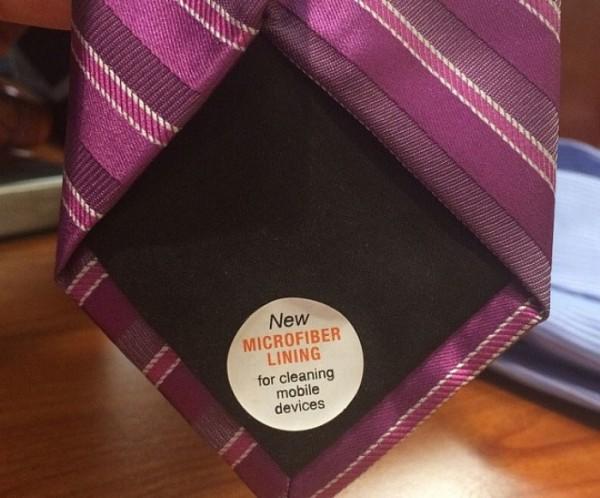 Cravatta foderata in microfibra per pulire smartphone