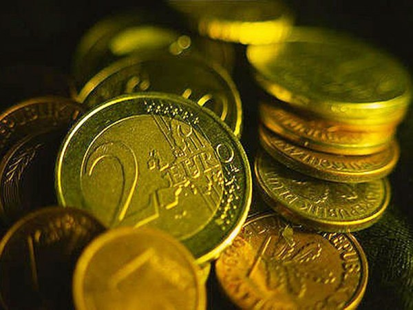 Debito pubblico cresce a ottobre a 2.157 miliardi