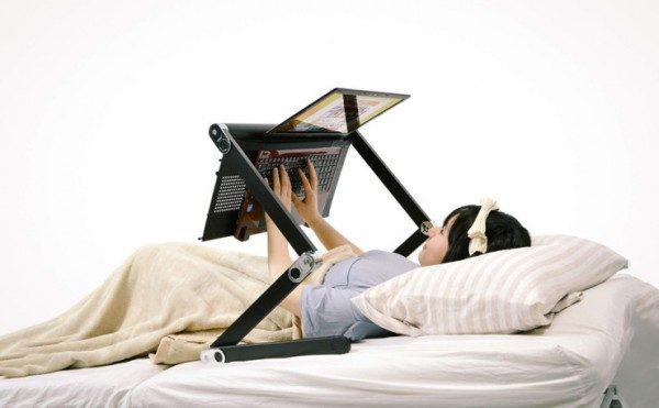Supporto per usare laptop distesi