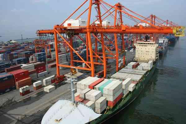 Esportazioni in calo ad aprile
