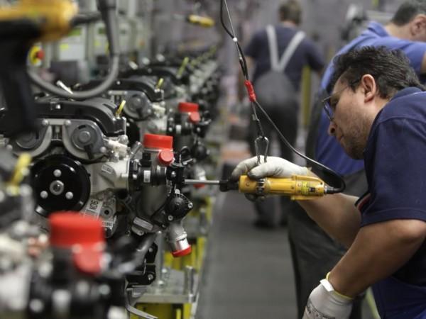 Industria: scende fatturato balzo ordini