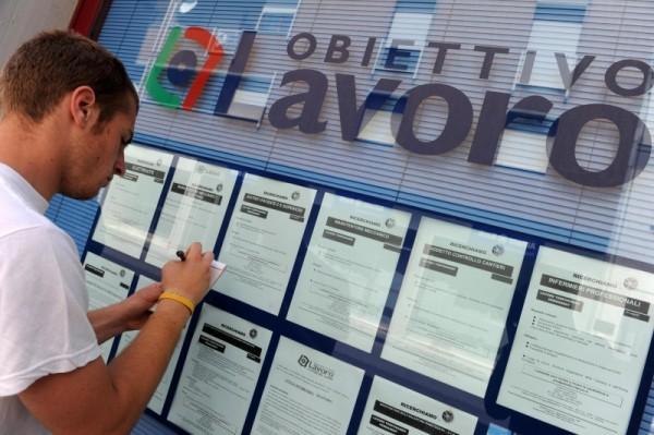 Domande di disoccupazione in calo, cassa integrazione in crescita