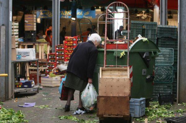 Italia cresce rischio povertà