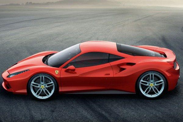Ferrari utili e vendite in crescita