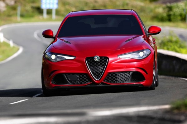 Alfa Romeo Giulia nuovi motori turbo benzina