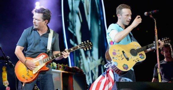 Michael J. Fox suona con i Coldplay