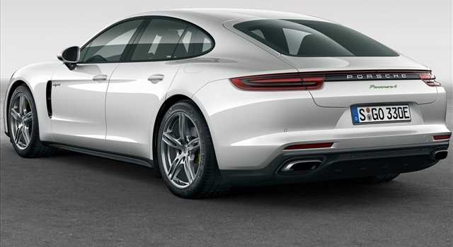 Porsche Panamera 4 E-Hybrid foto e prezzi