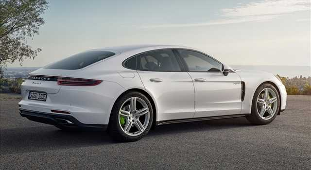Porsche Panamera 4 E-Hybrid: foto e prezzi