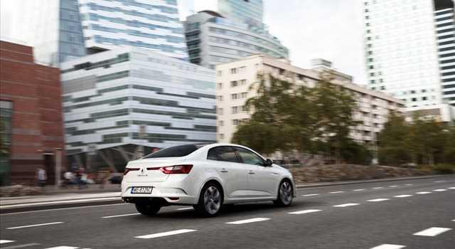 Renault Megane Grand Coupé foto e dettagli