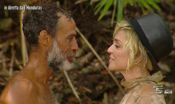 Isola dei Famosi 2017: Raz Degan ha baciato Paola Barale?