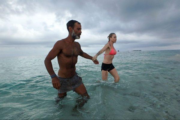Isola dei Famosi 2017: Raz Degan e Paola innamorati