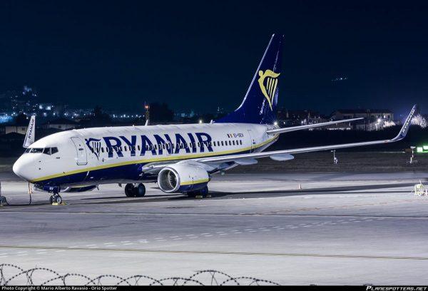Ryanair cancella 2000 voli: rimborsi e danni per i passeggeri